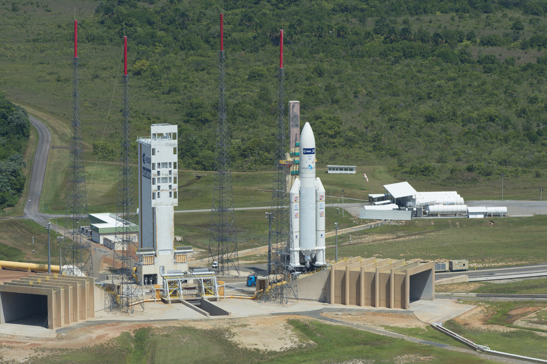 Transfer of Ariane 5 flight VA219 from the BAF to the launch pad