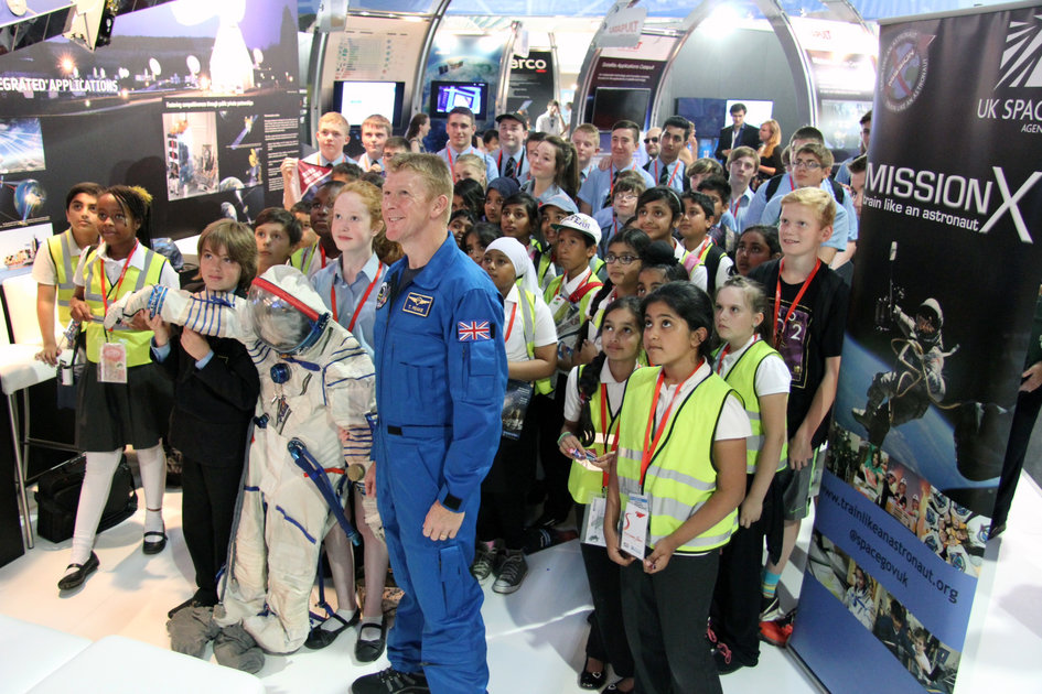 UK Mission-X kids with ESA astronaut Timothy Peake