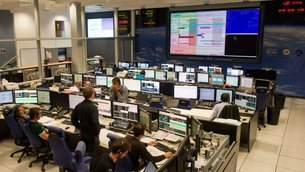 Joint ESA/CNES mission control team in training for the ATV-5 mission at ATV Control Centre, Toulouse