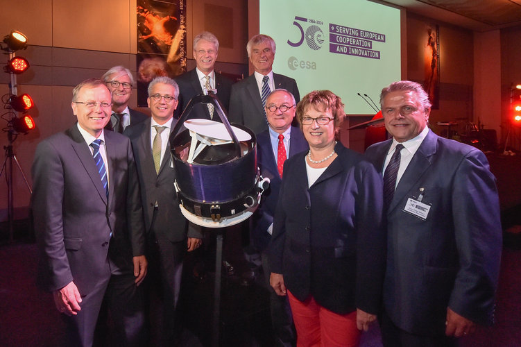 VIPs celebrate 50 years of space at ESOC