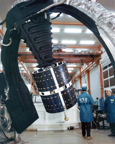 ESRO-4 readied for solar simulation testing