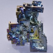 Semi-metallic bismuth crystal used in thermoelectric compounds