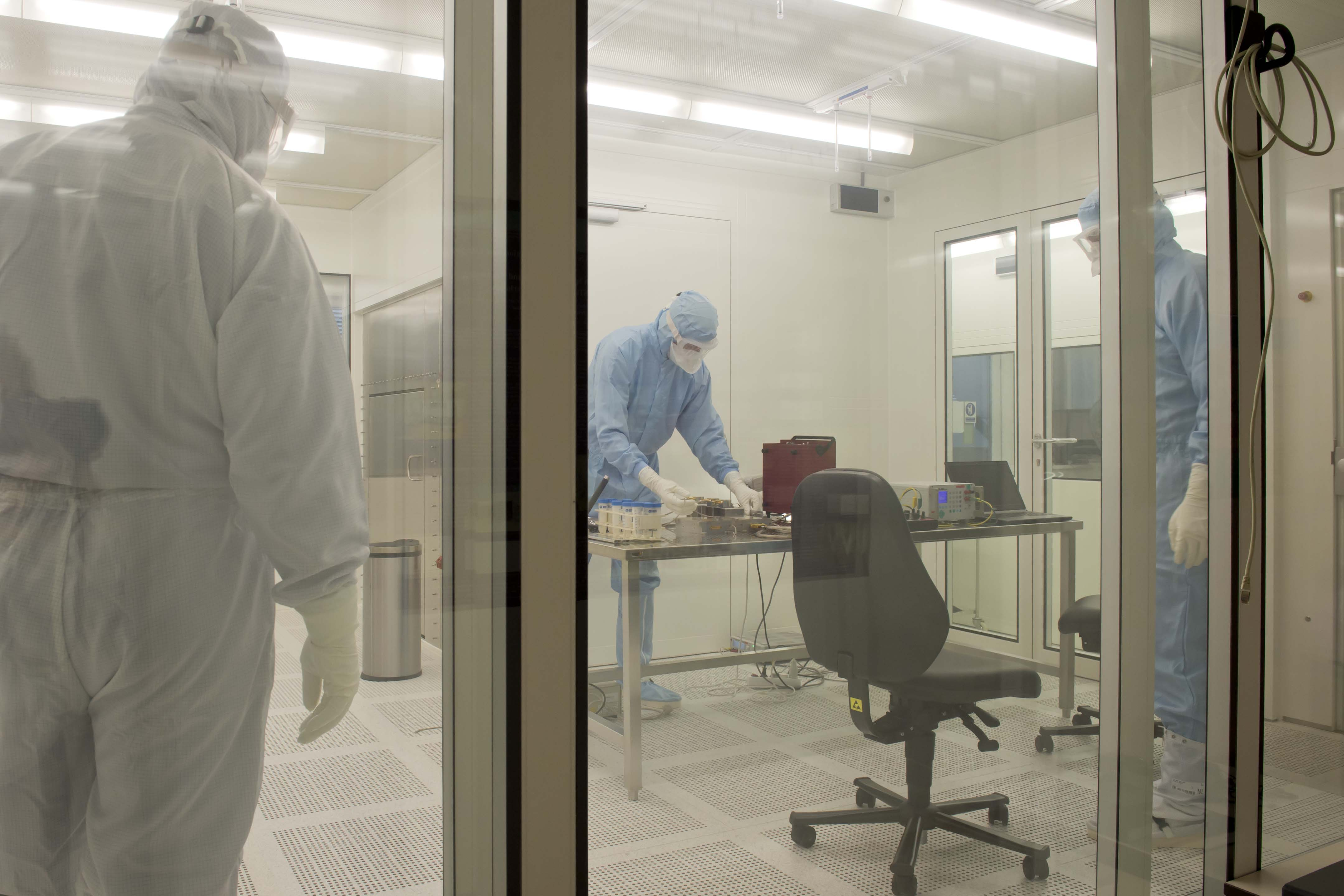 Space in Images - 2014 - 10 - ISO1 cleanroom