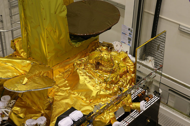 Mating of the EDRS-A/Eutelsat-9B satellite
