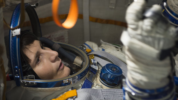 Samantha_during_training_in_the_full-scale_mockup_of_the_Soyuz_capsule_large.jpg