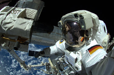 ESA astronaut Alexander Gerst completed his EVA on 7. October 2014 successfully.
