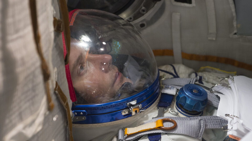 Thomas training in Soyuz spacecraft