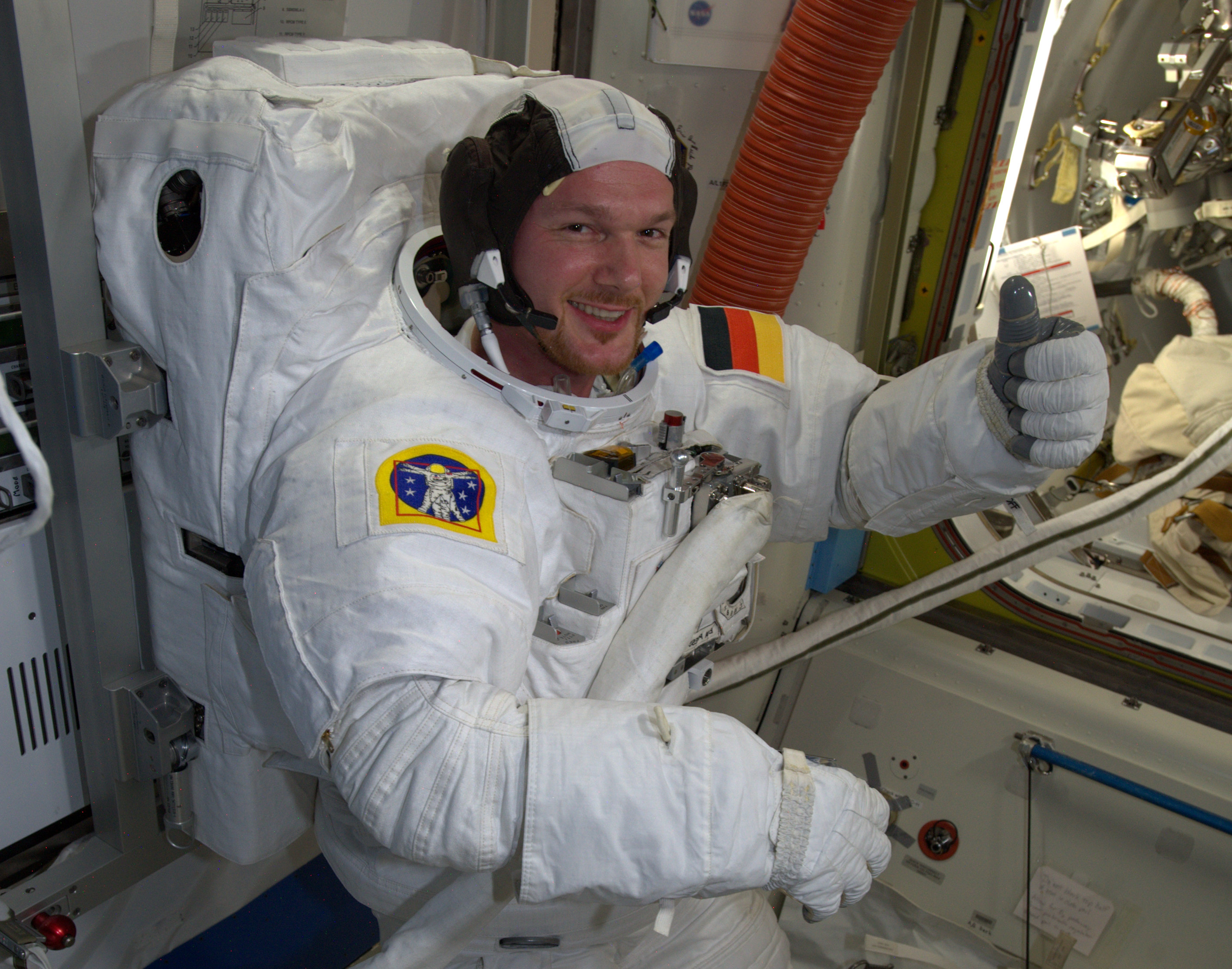 space astronauts thumbs up - photo #9
