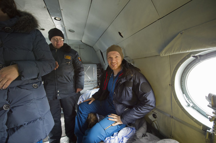 Alexander Gerst in the helicopter for Kustanai