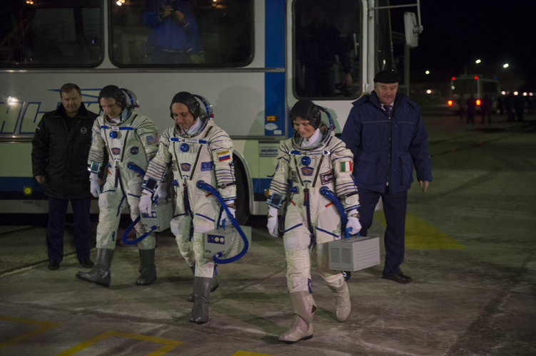 Arrival at the launch pad of Expedition 42/43 crew members