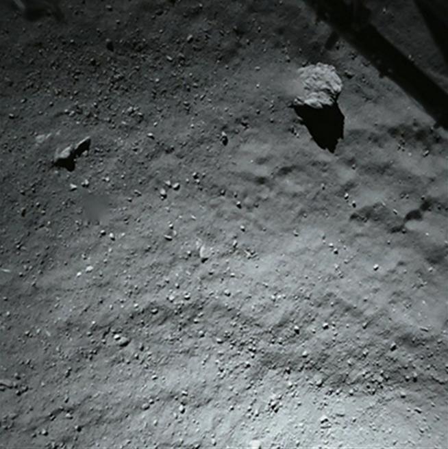 Nedstigningsbillede fra Philea landeren 40m over komet 67P