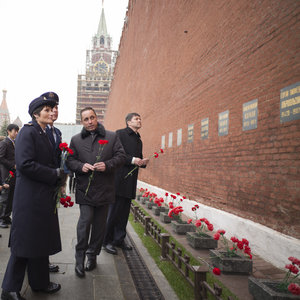 Expedition 42/43 backup and prime crew members at the Kremlin Wall in Moscow