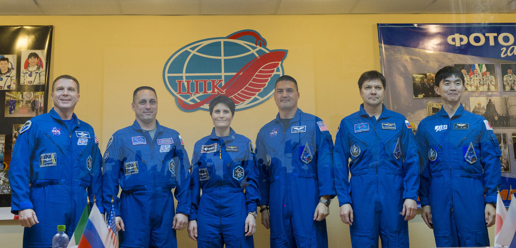 Expedition 42/43 crew members during press conference