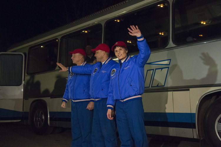 Expedition 42/43 crew members wave farewell to family and friends