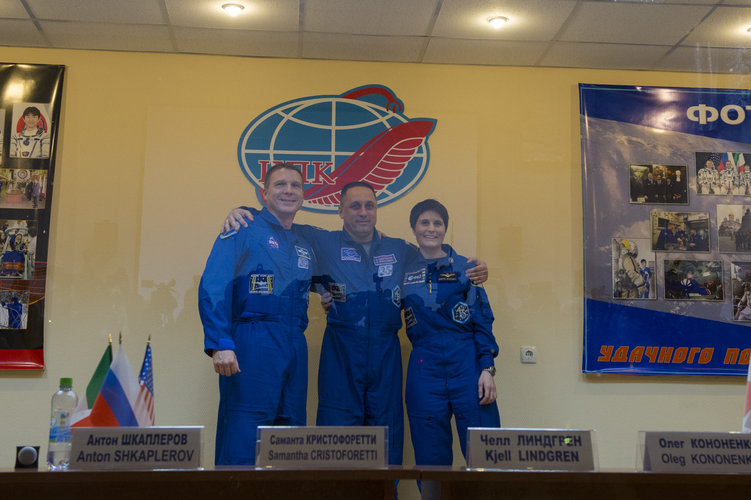 Expedition 42/43 prime crew members during press conference