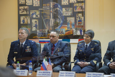 Expedition 42/43 prime crew members during the State Commission meeting