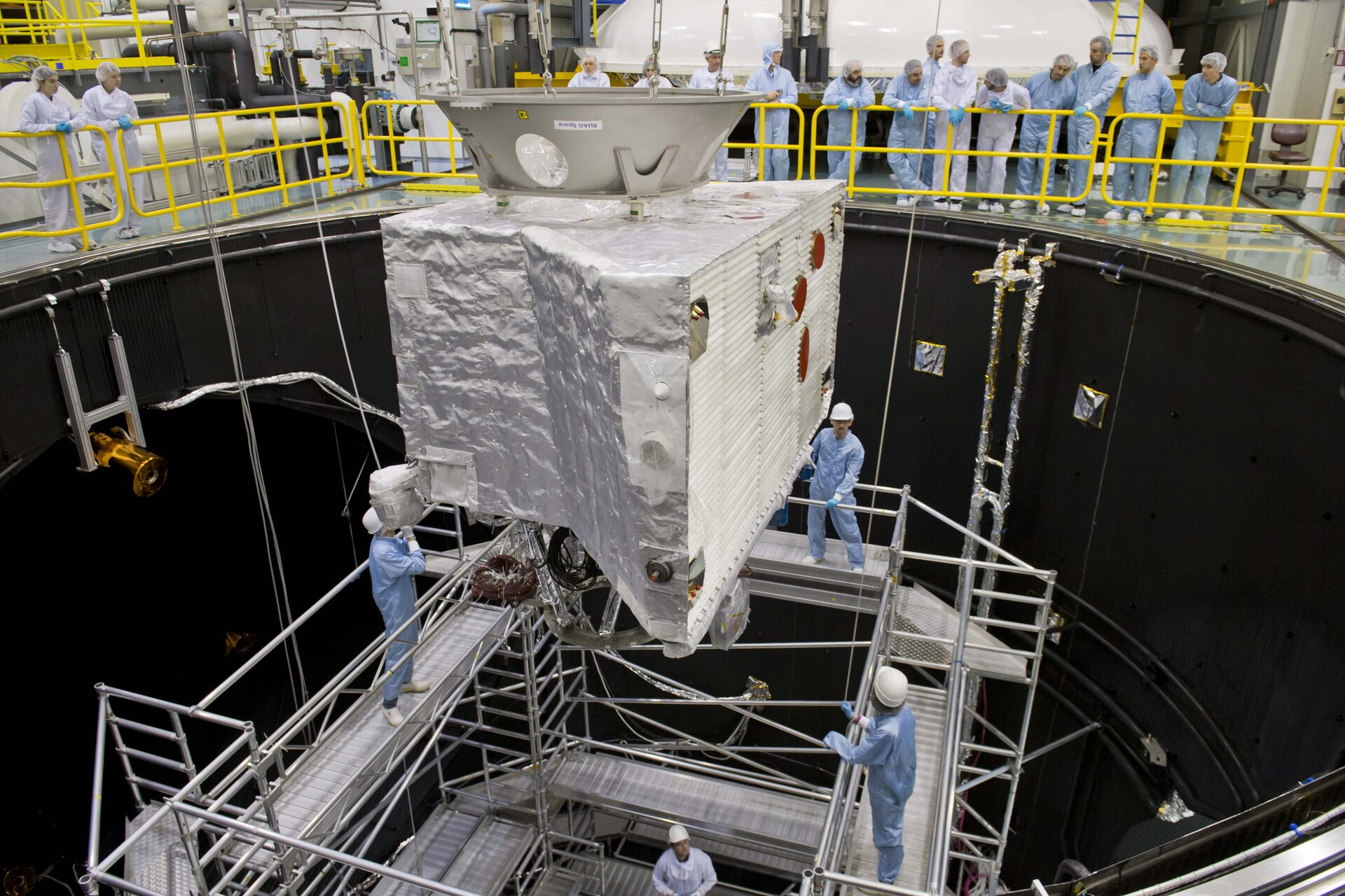 Moving BepiColombo into ESA's space simulator