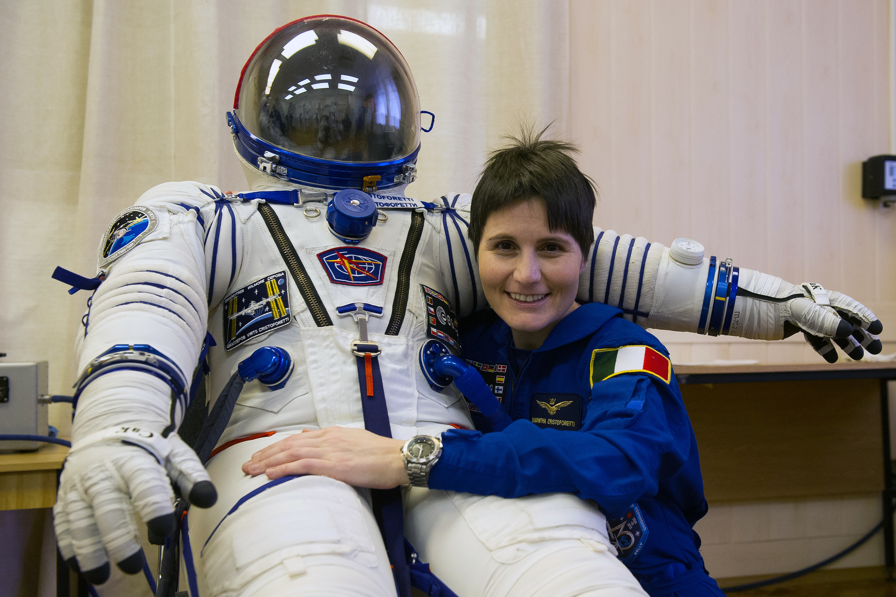 an astronaut in her space suit weighs 300 - photo #41