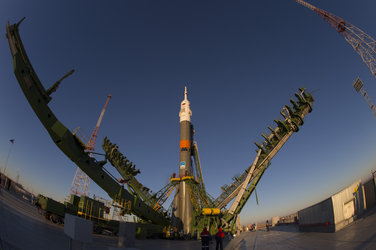 Soyuz moved into vertical position