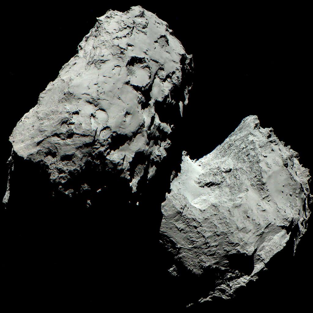 Materiál z ocasu komety 67P obsahuje z poloviny organické molekuly