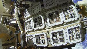 R2 udenpå ISS