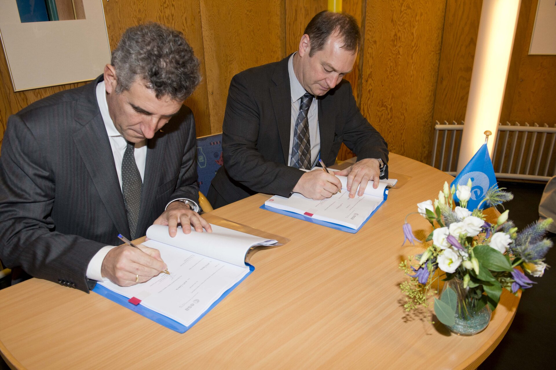 Payload contract signing