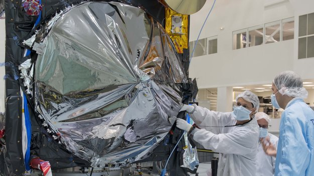 Sentinel-3A_antenna_covered_large.jpg
