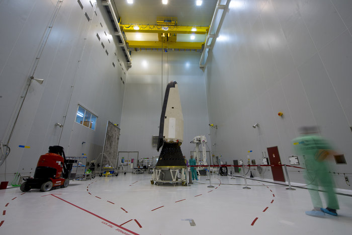 Vega VV04 (IXV) - 11.2.2015 - Page 6 IXV_installed_on_its_payload_adapter_node_full_image_2