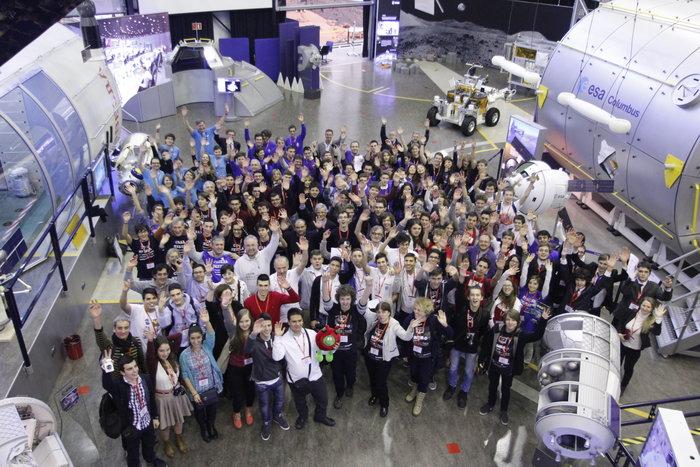 Οι συμμετέχοντες στο διαγωνισμό SPHERES 2014