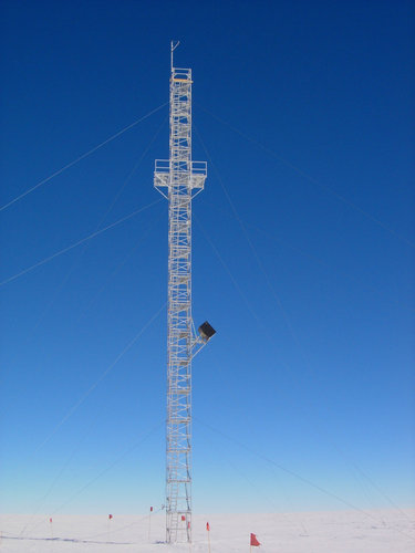 Tower at Concordia to calibrate SMOS