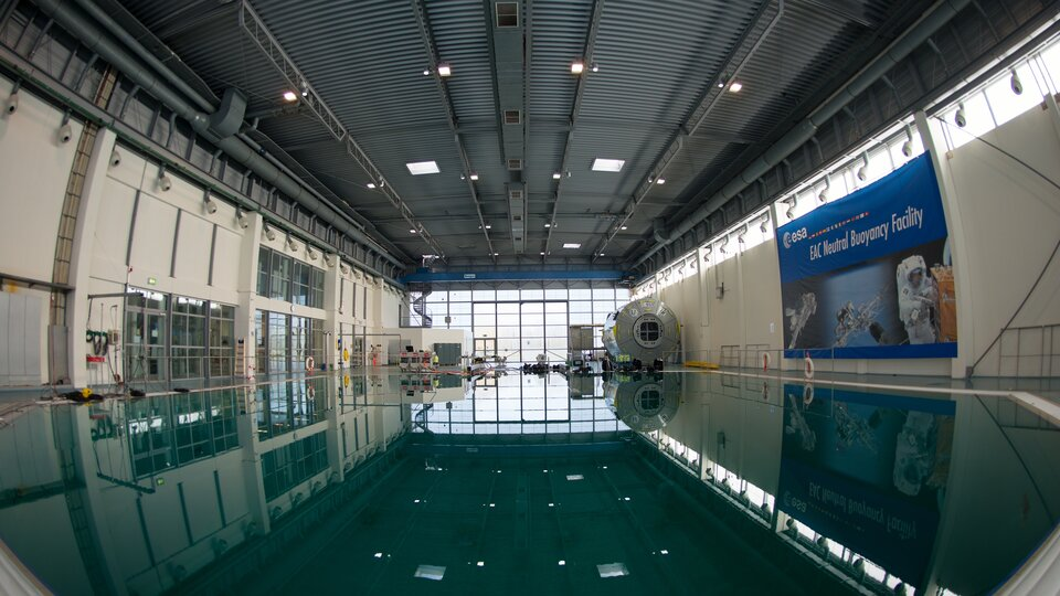 Die ESA-Neutral Buoyancy Facility im EAC