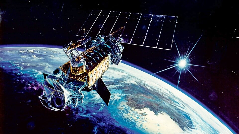 DMSP satellite destroyed by an exploding battery