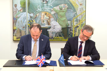 Signature ESA/United Kingdom of the Collaborative Ground Segment Agreement
