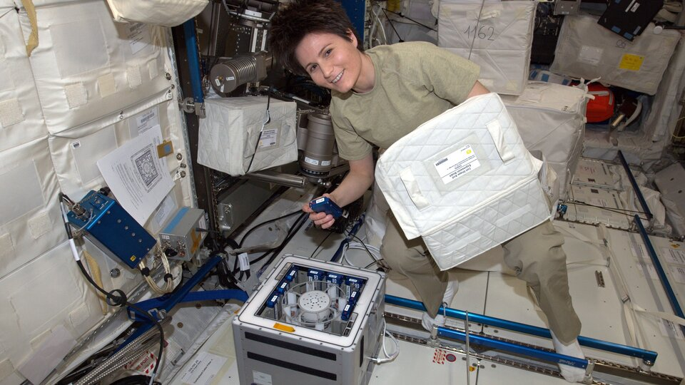 ESA astronaut Samantha Cristoforetti working with Kubik in space