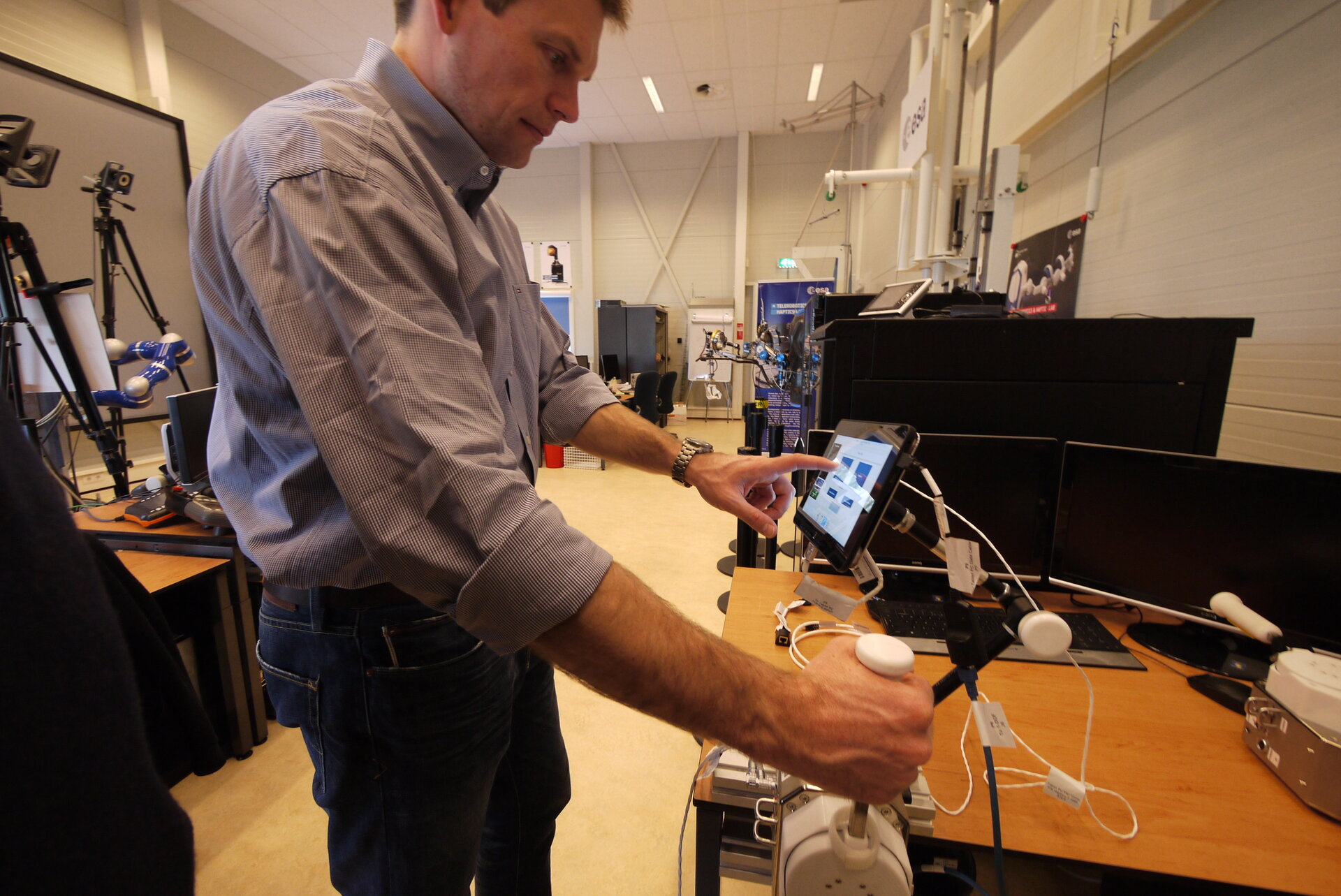 Andreas Mogensen tests Haptics-1