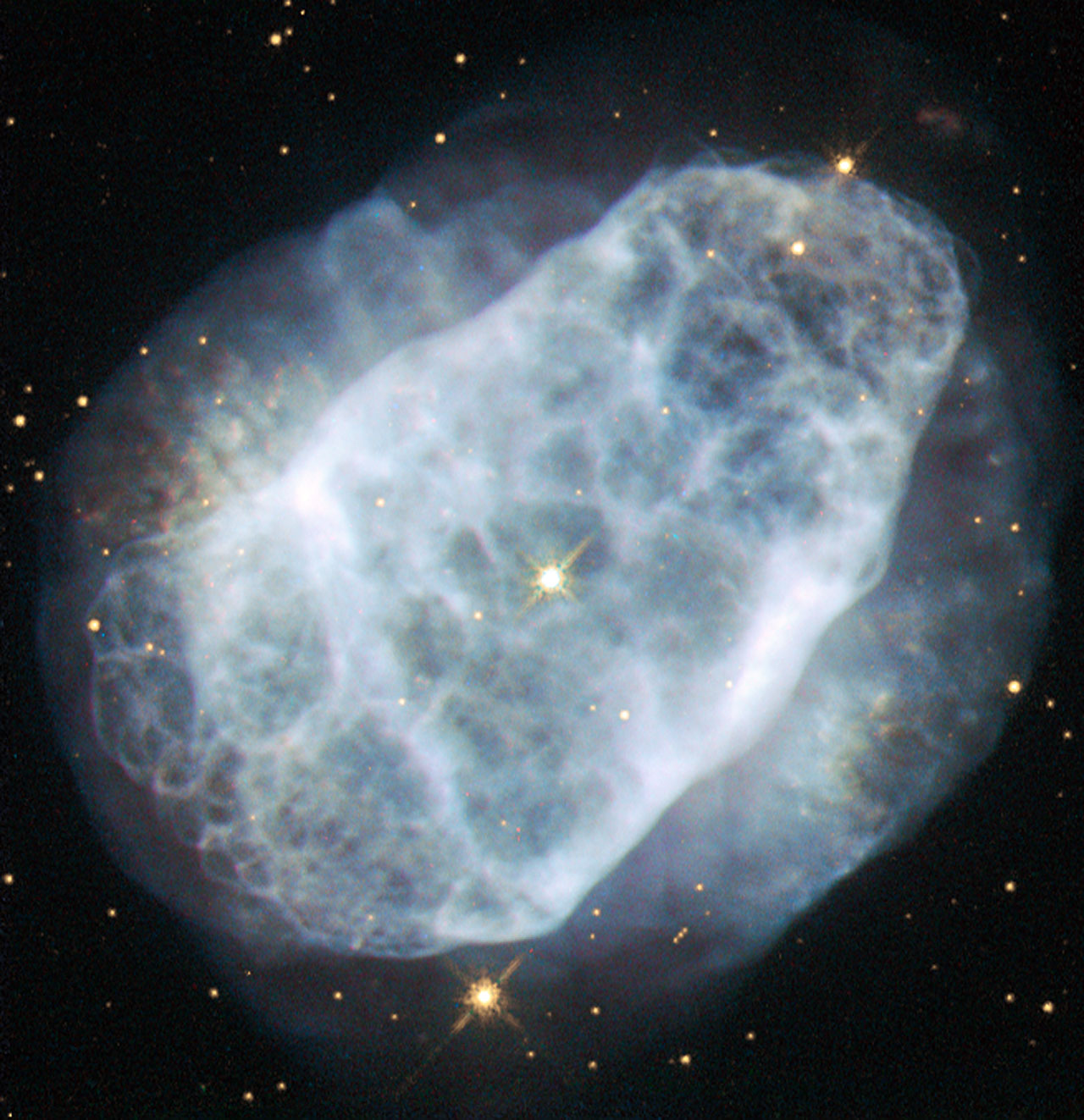 Space in Images - 2015 - 06 - A nitrogen-rich nebula