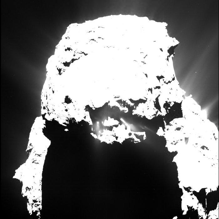 Komet 67P/C-G am 25.4.2015. Die Aufnahme ist stark überbelichtet, damit die relativ blassen