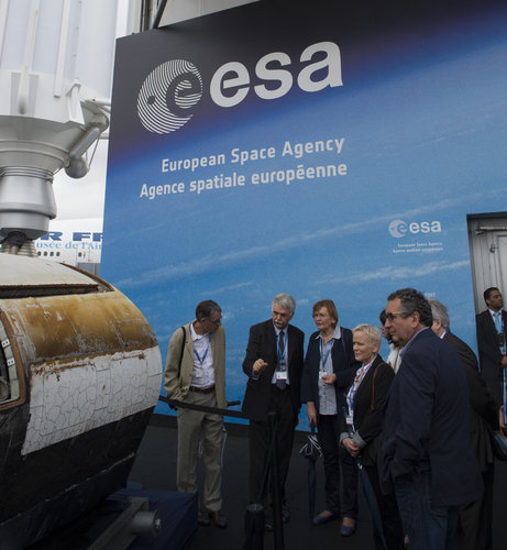 Franco Bonacina presents the ESA pavilion to Marie-George Buffet