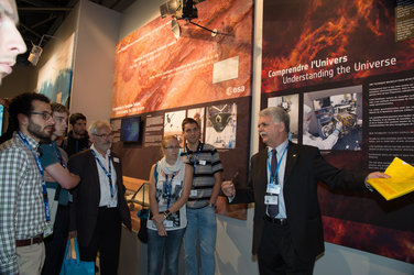 Franco Bonacina presents the ESA pavilion to Superaero and Ensica students