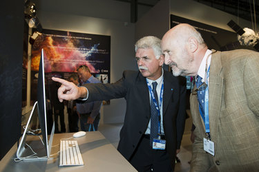 Franco Bonacina presents to Brice Lalonde the ESA pavilion