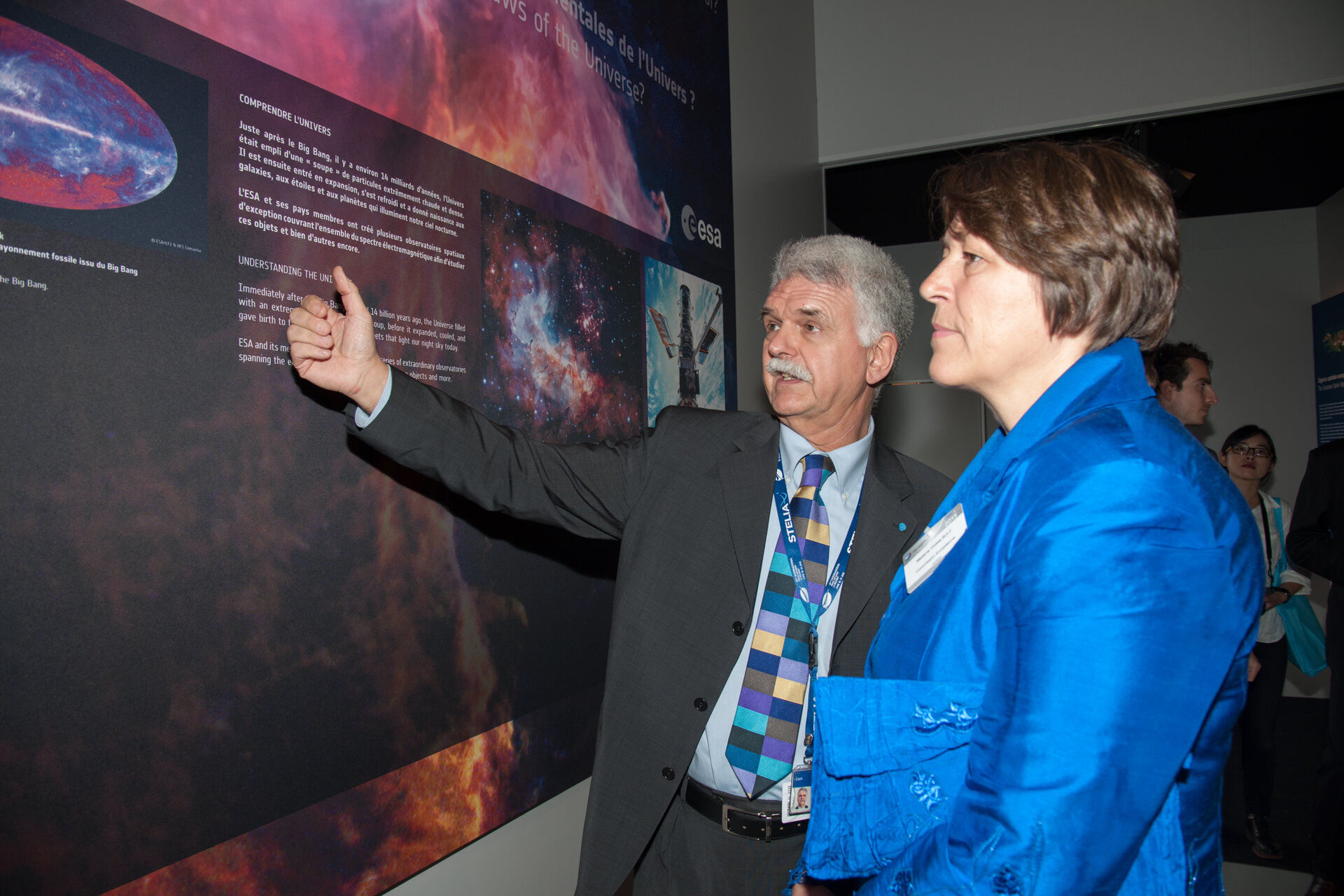 Franco Bonacina presents to Violeta Bulc the ESA pavilion