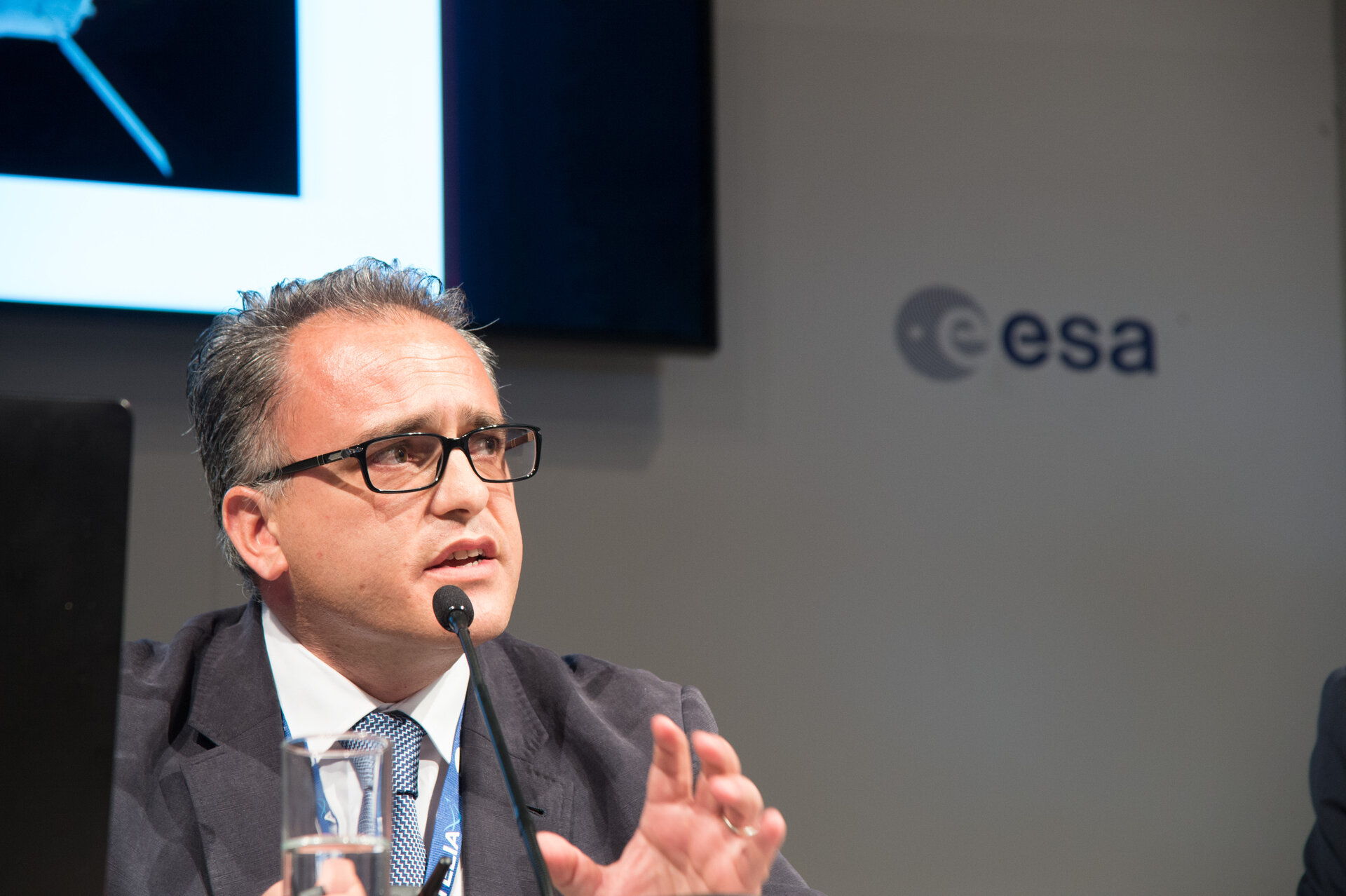Giorgio Tumino, ESA IXV Programme Manager, presents first results to the press