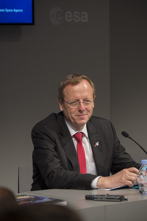 Johann-Dietrich Wörner at ESA press conference