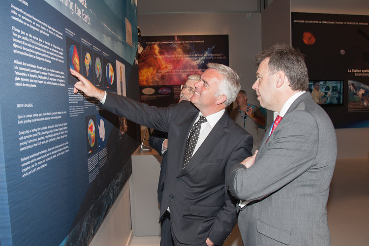 Karlheinz Kreuzberg presents to Jonathan Bell the ESA pavilion
