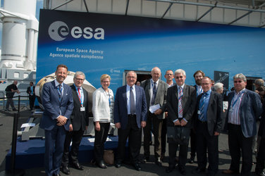 Visit of Elke Sleurs to the ESA Pavilion