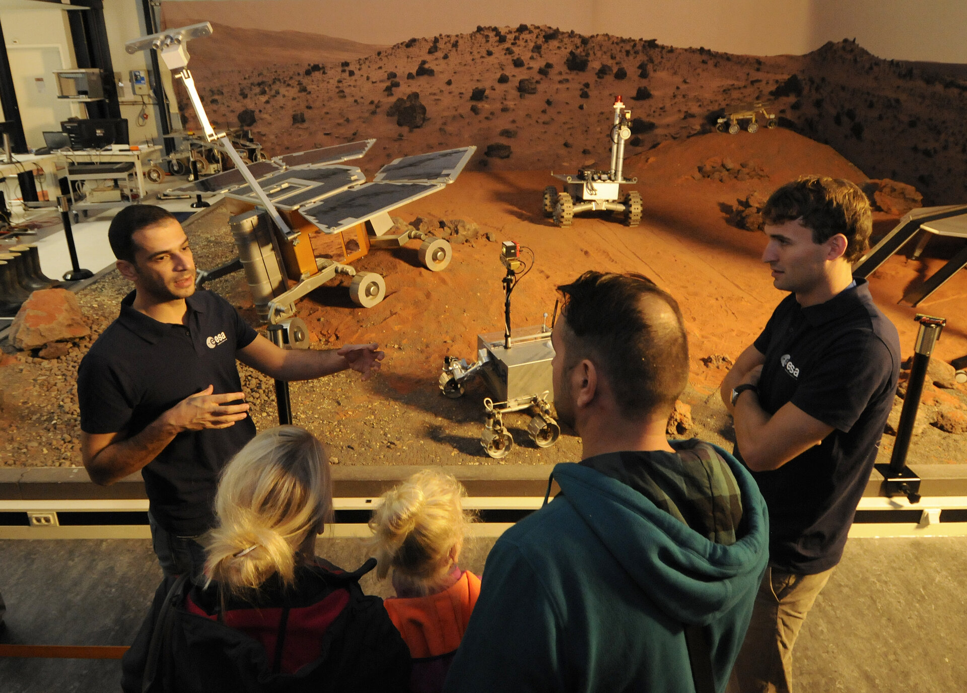Visitors to ESTEC's Planetary Robotics Lab