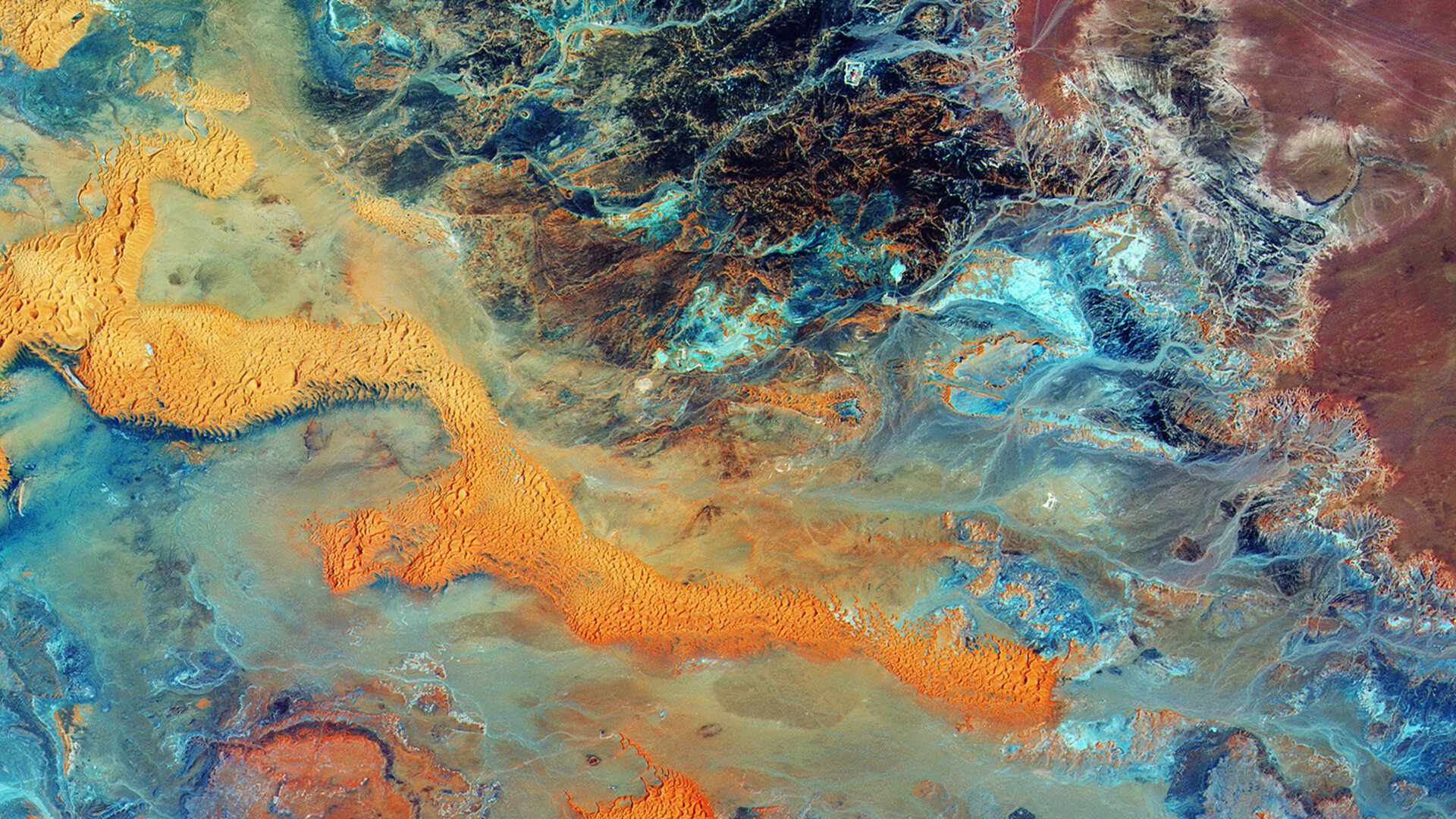 Colours and structures in Libya's desert imaged by the Copernicus Sentinel-2A satellite