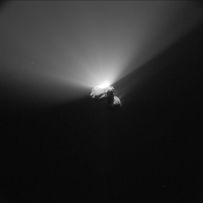 [Sujet unique] 2014: Philae: le robot de la sonde Rosetta sur la comète Tchourioumov-Guérassimenko - Page 8 Comet_on_22_August_2015_NavCam_node_full_image_2