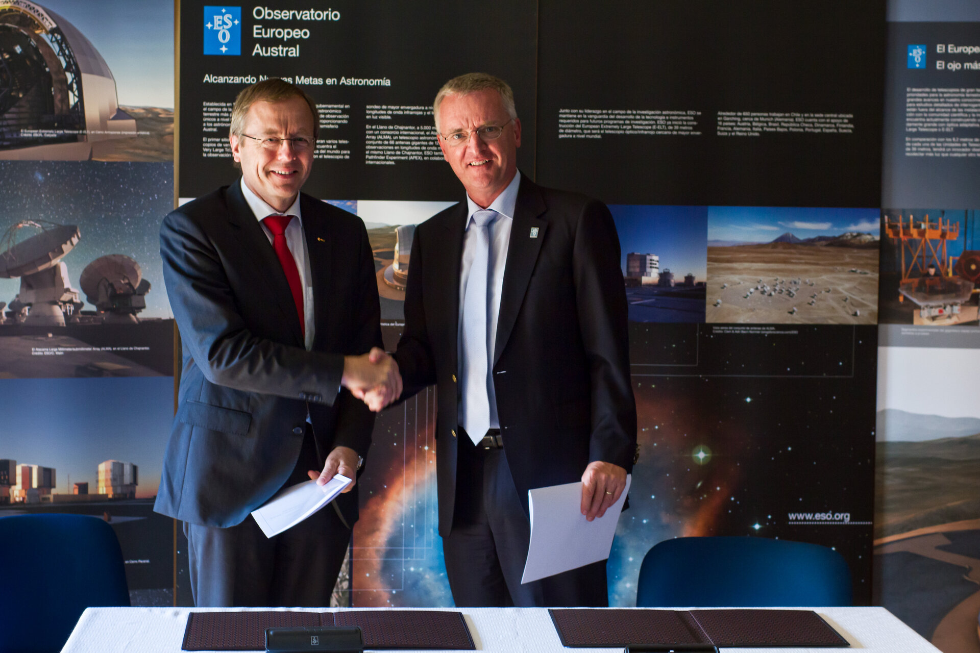 A cooperation agreement was signed at ESO's offices in Santiago, Chile