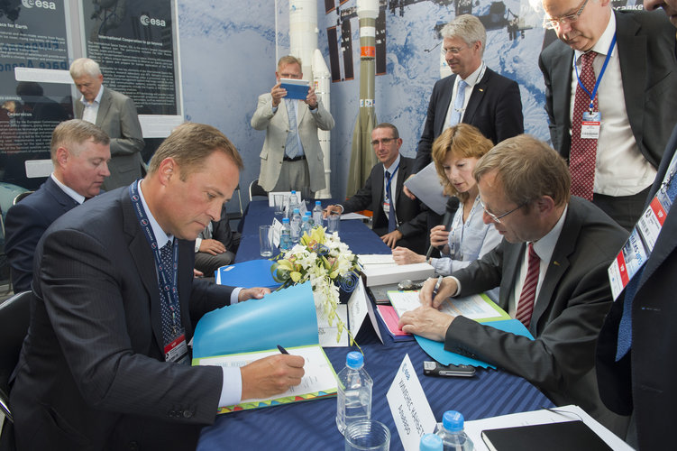 Signature by ESA and Roscosmos on ExoMars